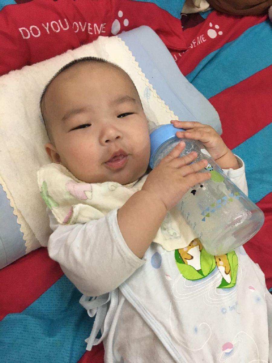 這隻奶瓶太神奇了!寶貝使用後拍嗝速度變快~也比較沒有脹氣問題!_2F_img_3