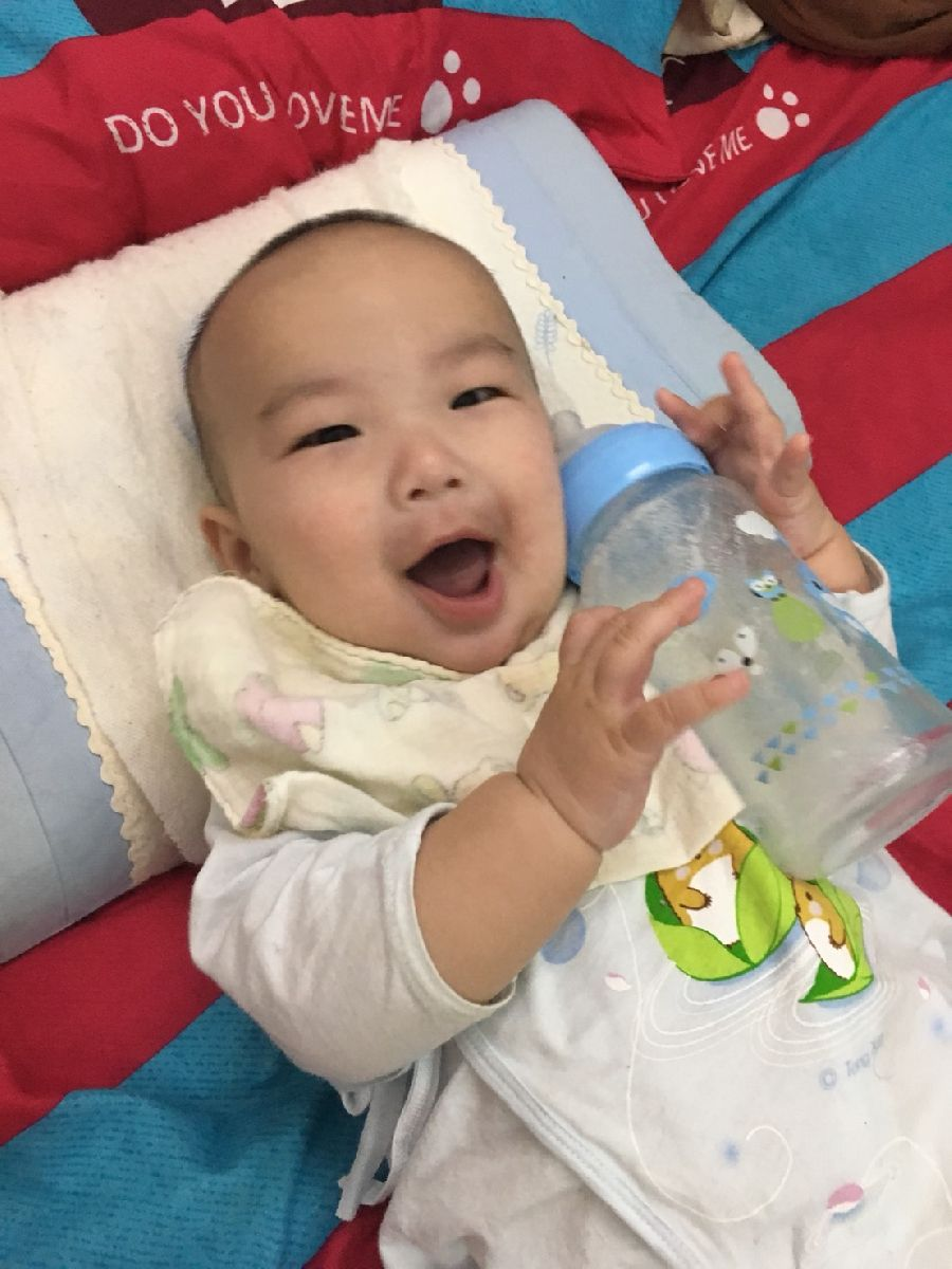 這隻奶瓶太神奇了!寶貝使用後拍嗝速度變快~也比較沒有脹氣問題!_2F_img_4