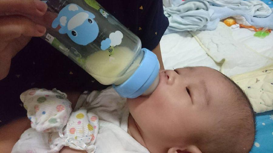 這隻奶瓶太神奇了!寶貝使用後拍嗝速度變快~也比較沒有脹氣問題!_7F_img_1
