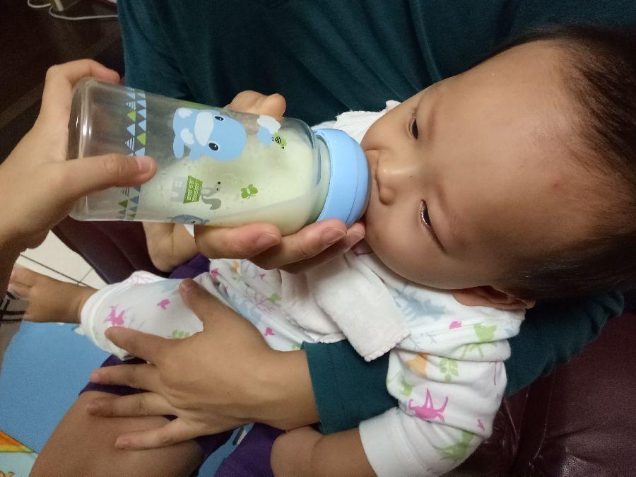 這隻奶瓶太神奇了!寶貝使用後拍嗝速度變快~也比較沒有脹氣問題!_8F_img_7